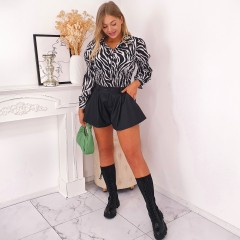 Short coupe patineuse simili cuir